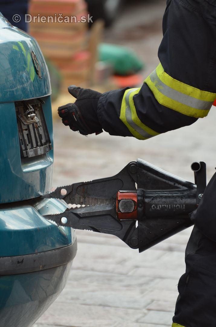 Majstrovstva Slovenskej republiky vo vyslobodzovani zranenych osob z havarovanych vozidiel foto_17