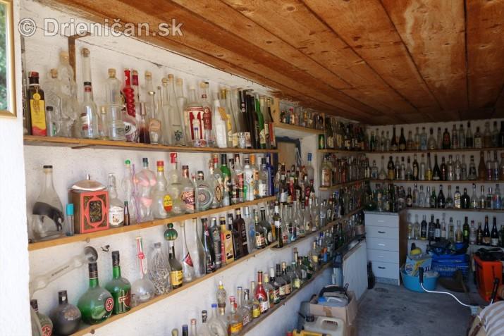 Zbierka fliaš a plechoviek