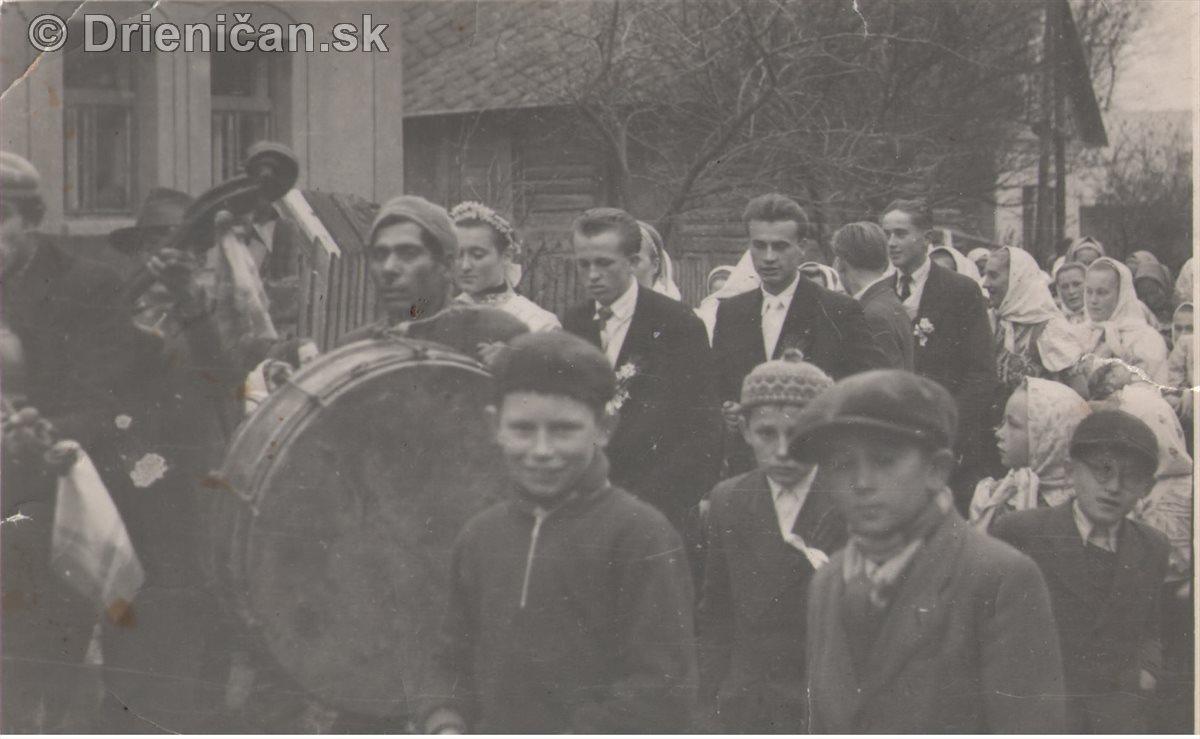 Svadobný sprievod do cerkvi (do prišahy), pridala p.Kravcová