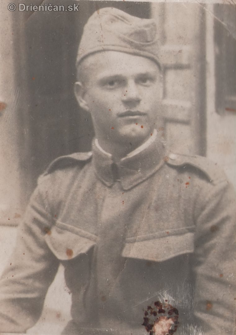 Vojak v uniforme, pridala p.Kravcová