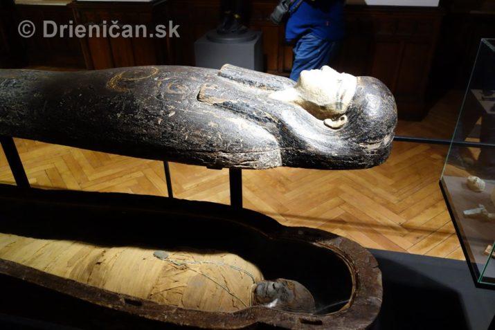 Múmia Amonovho kňaza Nebeja. Pohrebné pole Gíza, 15.stor. pred Kr., koniec Novej ríše.
