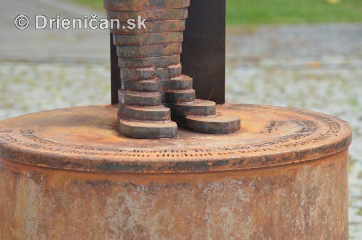 oscar sabinov socha foto_07