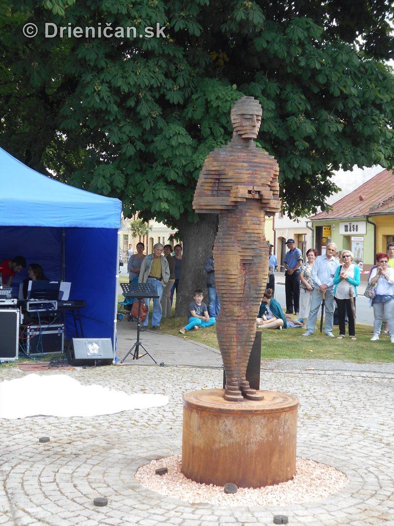 socha oscara v sabinove obchod na korze_31