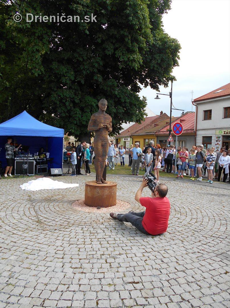 socha oscara v sabinove obchod na korze_32