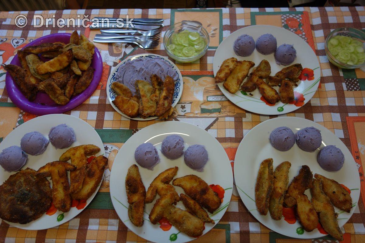 Fialové zemiaky bergerac a vyprážané hríby