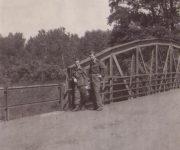 Vojaci na moste...