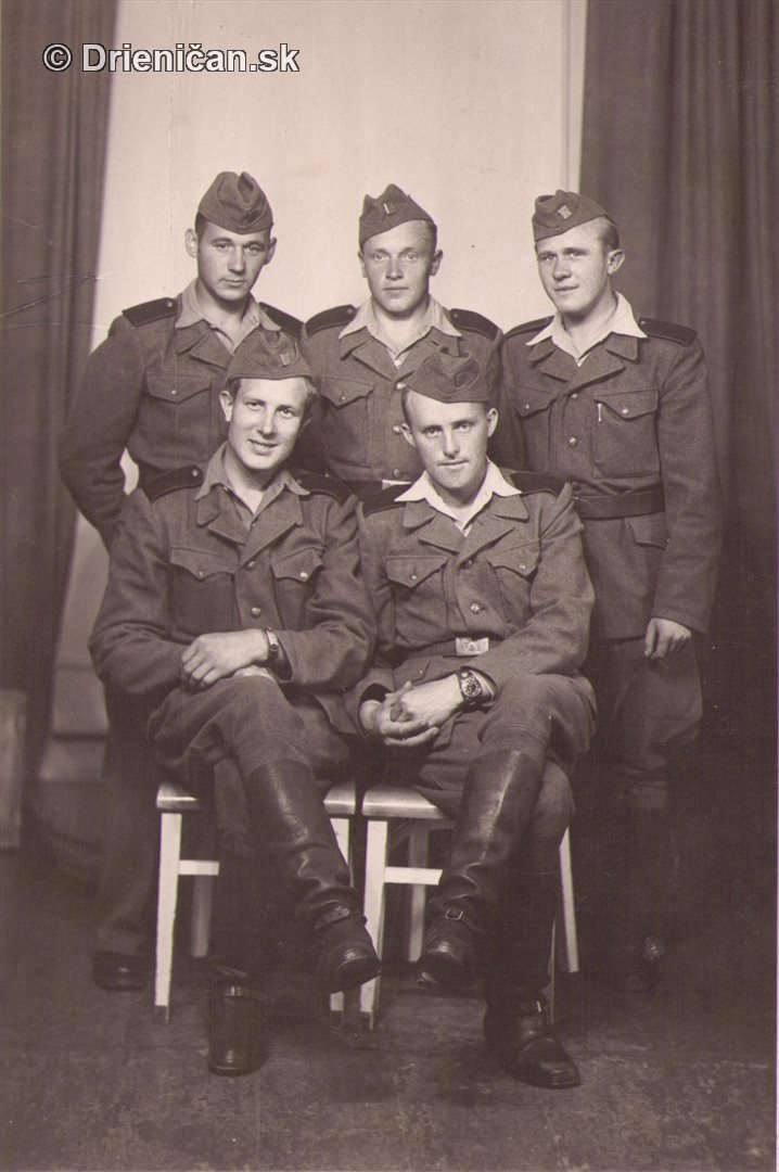 Vojaci, spoločná fotografia-ateliér