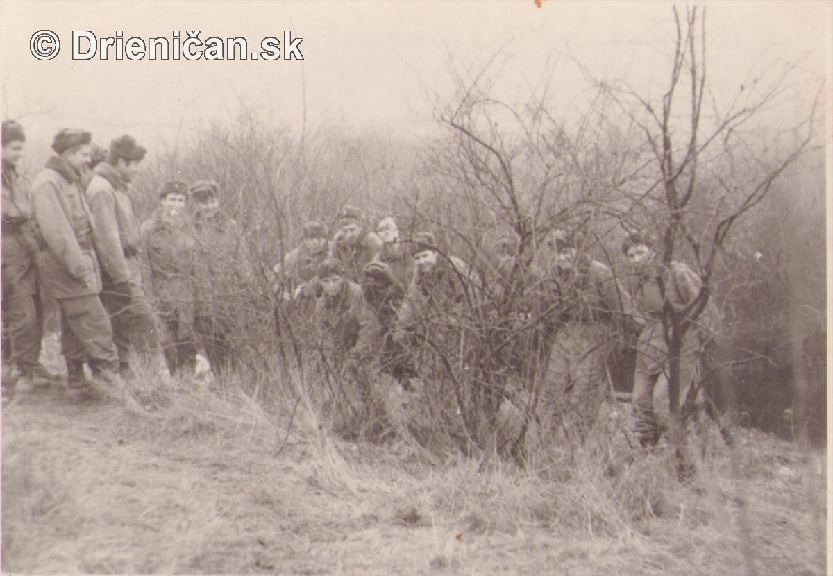Vojaci v krikoch...
