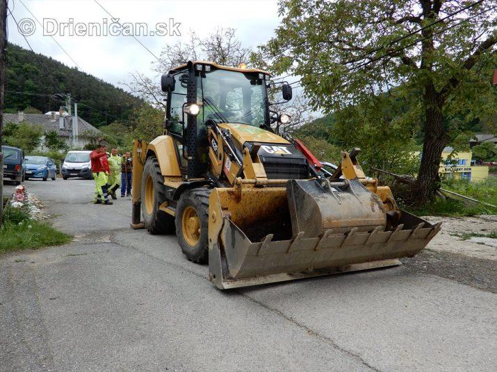 Vedľajšia komunikácia v obci Drienica sa dočká nového asfaltu