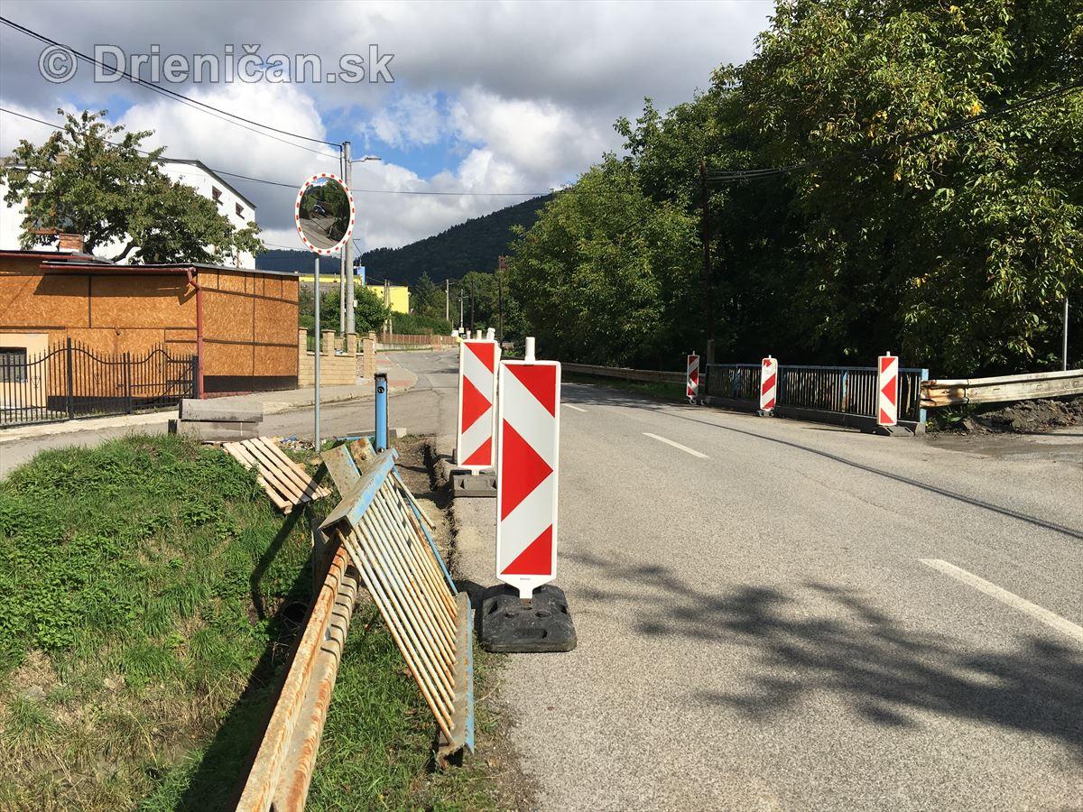Renovácia zábradlia mosta v centre obce