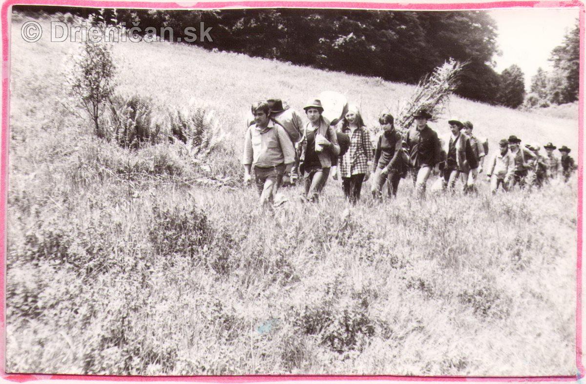 Cestou zo Žobráka na Bukový vrch po hrebeni.