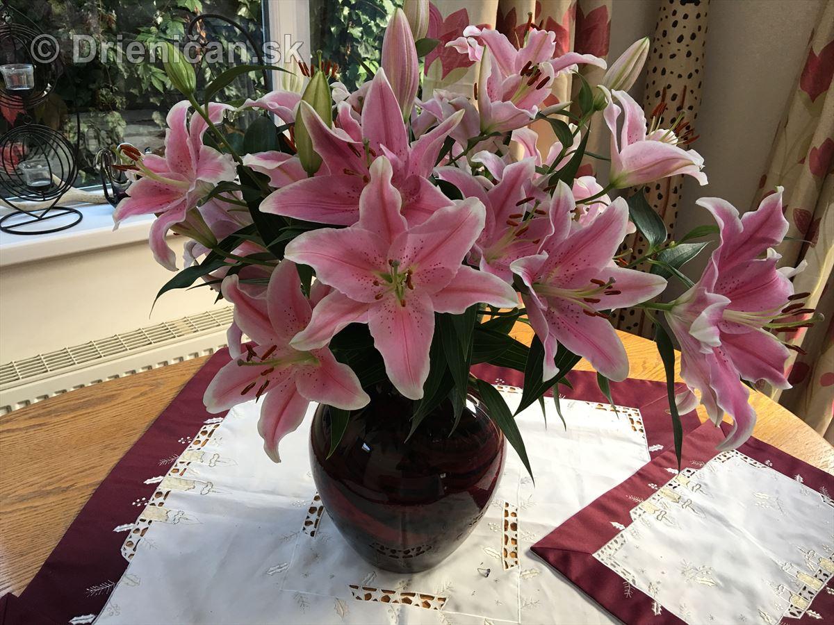 Váza plná ľalií