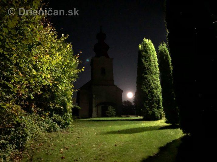 Spln mesiaca nad cerkvou