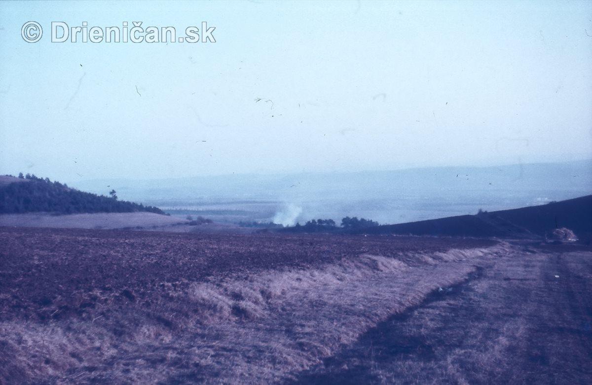Dym za Lučenku v Bircoch. Naľavo Lučna, napravo Chotar.