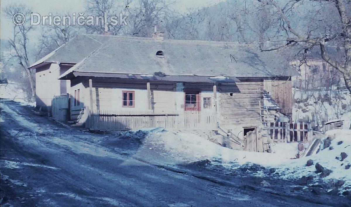 Jeviňakiv dom pod drahu...