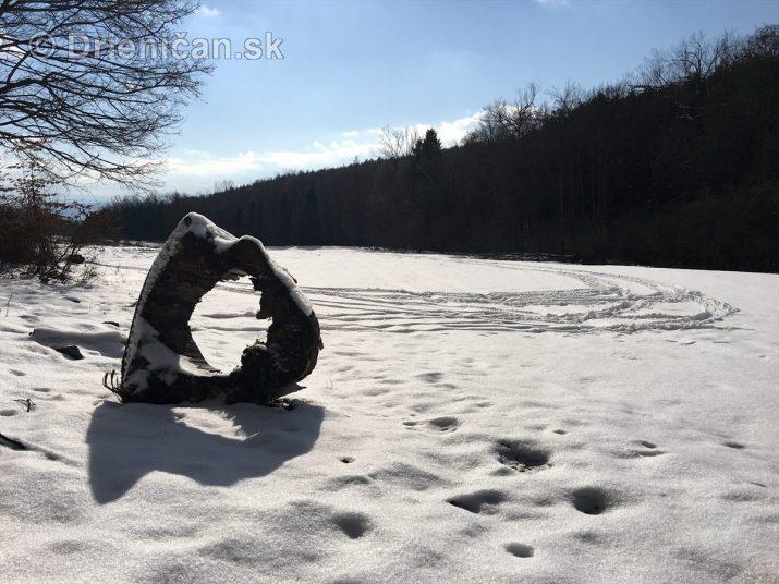 Prechádzka k zamrznutej priehrade