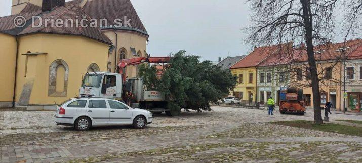 Stavanie Vianočného stromčeka, Sabinov 2020